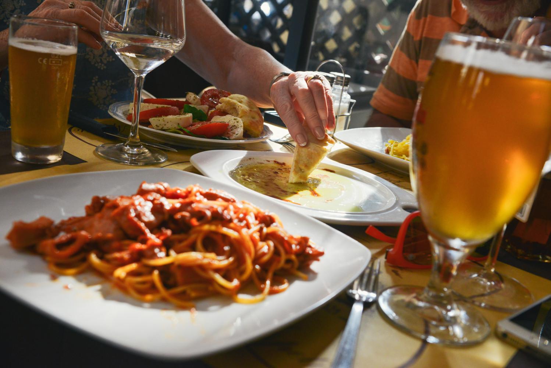 Aan tafel! Vijf redenen waarom samen eten belangrijk is