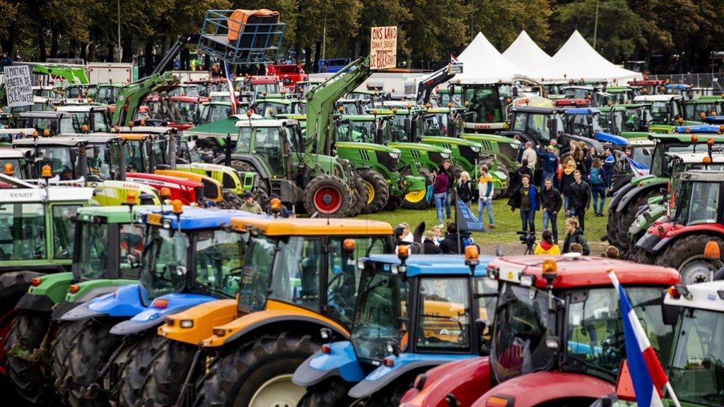 Het boerenprotest: boeren versus kakkers