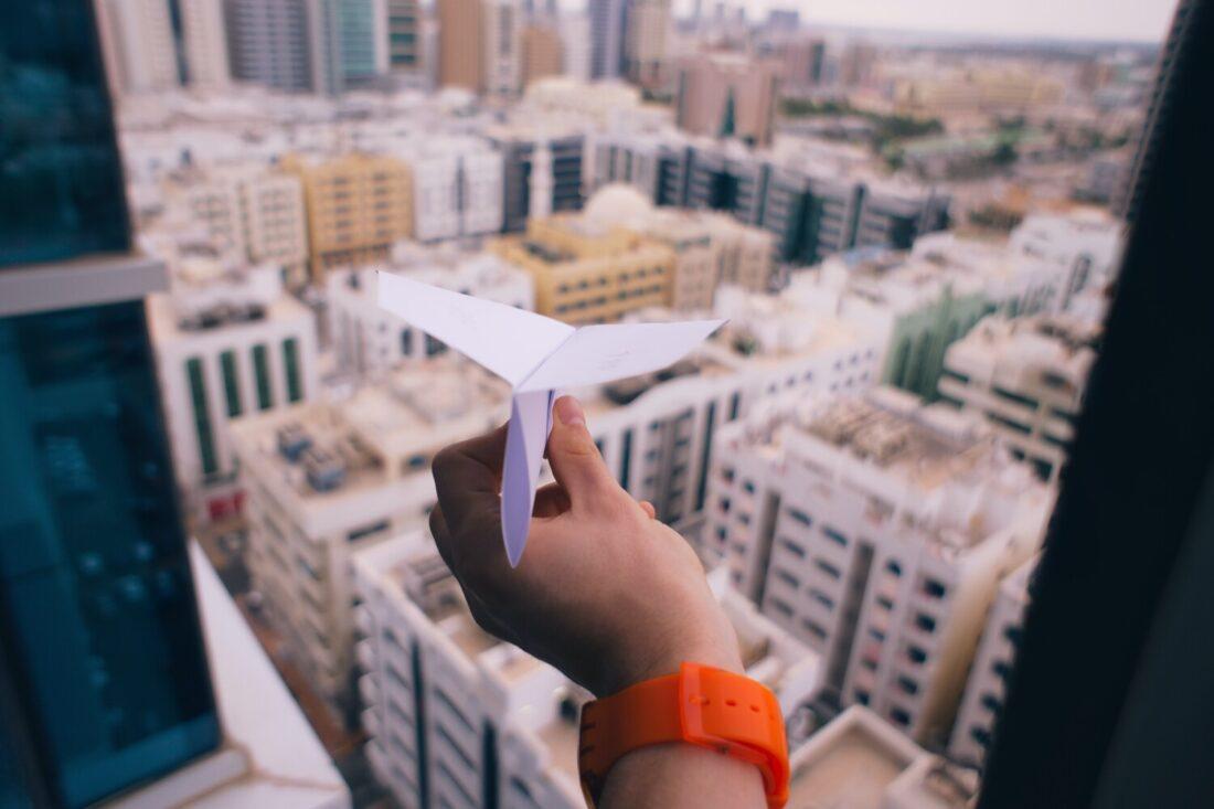 angst-overwinnen-papieren-vliegtuig
