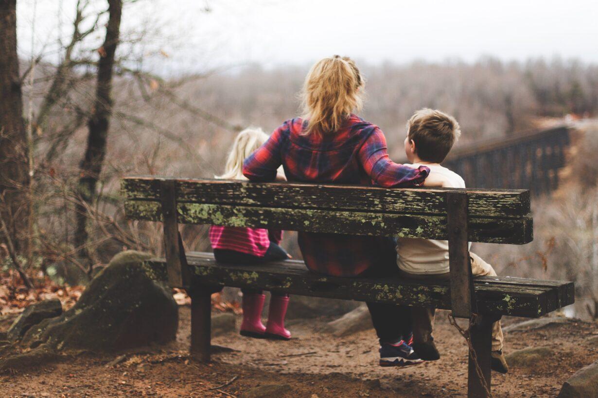 met kinderen in gesprek over arm rijk